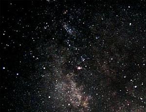 Ein Ausschnitt der Milchstraße über Kreta. Zum Vergleich (bei Rollover) aus einer mittelgroßen Stadt in Deutschland fotografiert